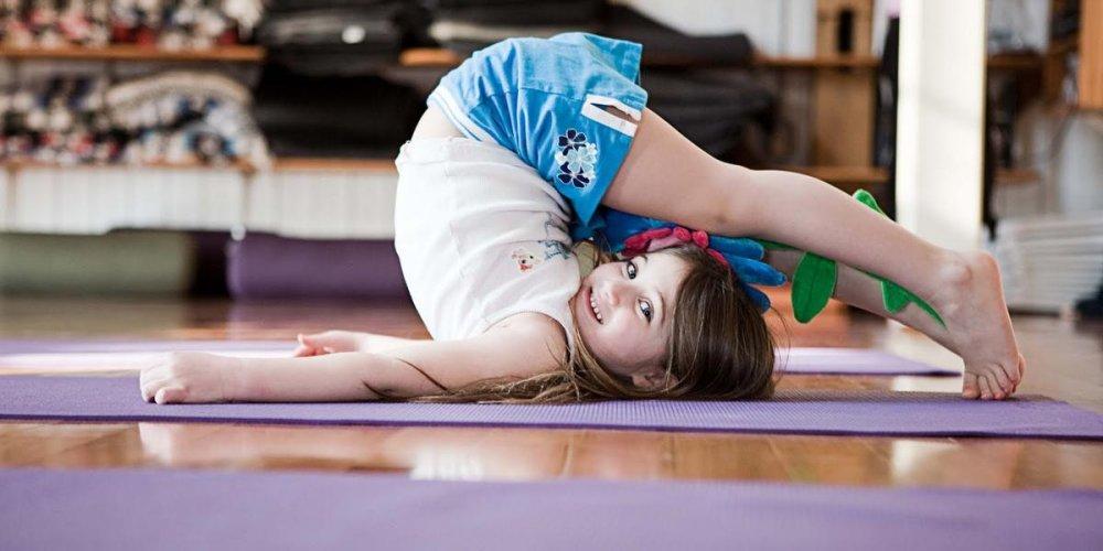 Развиваемся с пользой: детская йога