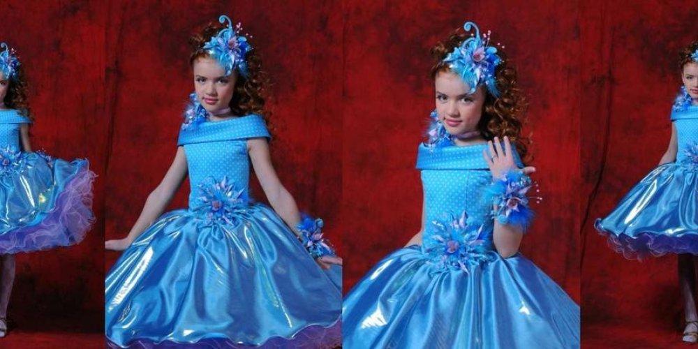 Маленькая принцесса идет на праздник