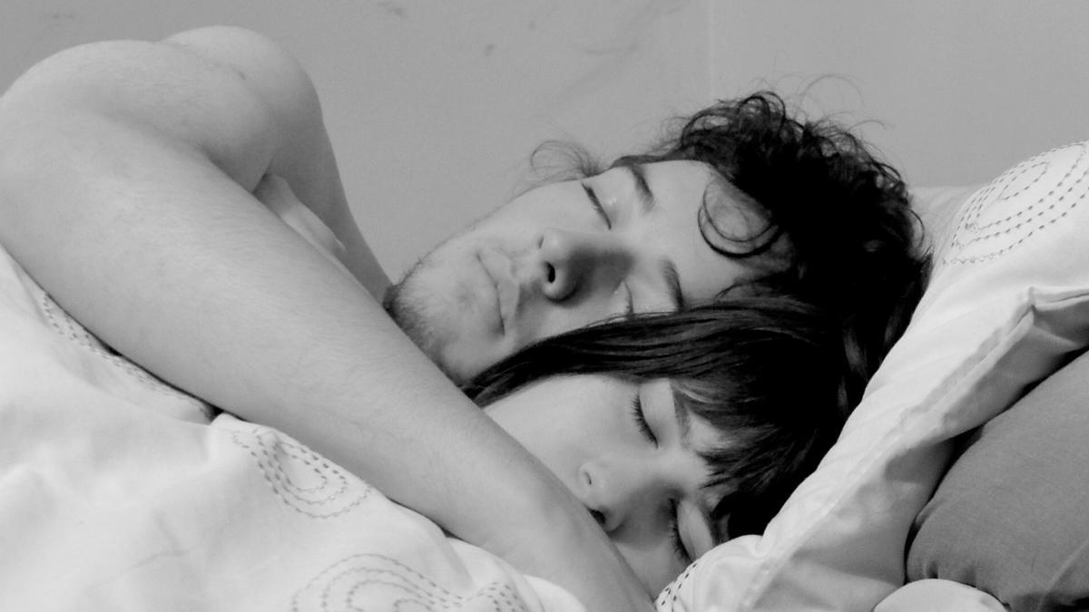 Пососалла в спальне перед сном 17 фотография