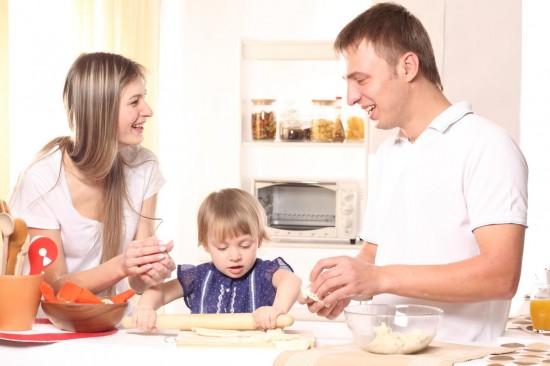 Ребенок на кухне: опасно или полезно?3