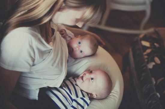 Живот при беременности двойней3