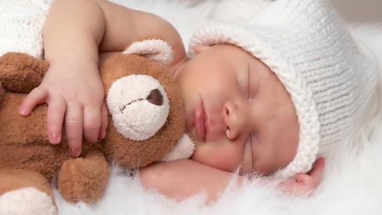 Как приучить кроху засыпать самостоятельно?1