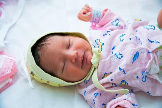 Выписка мамы с малышом из роддома1