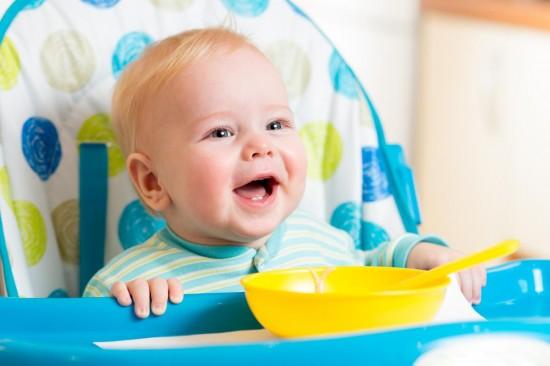 Когда вводить первый прикорм своему ребенку?