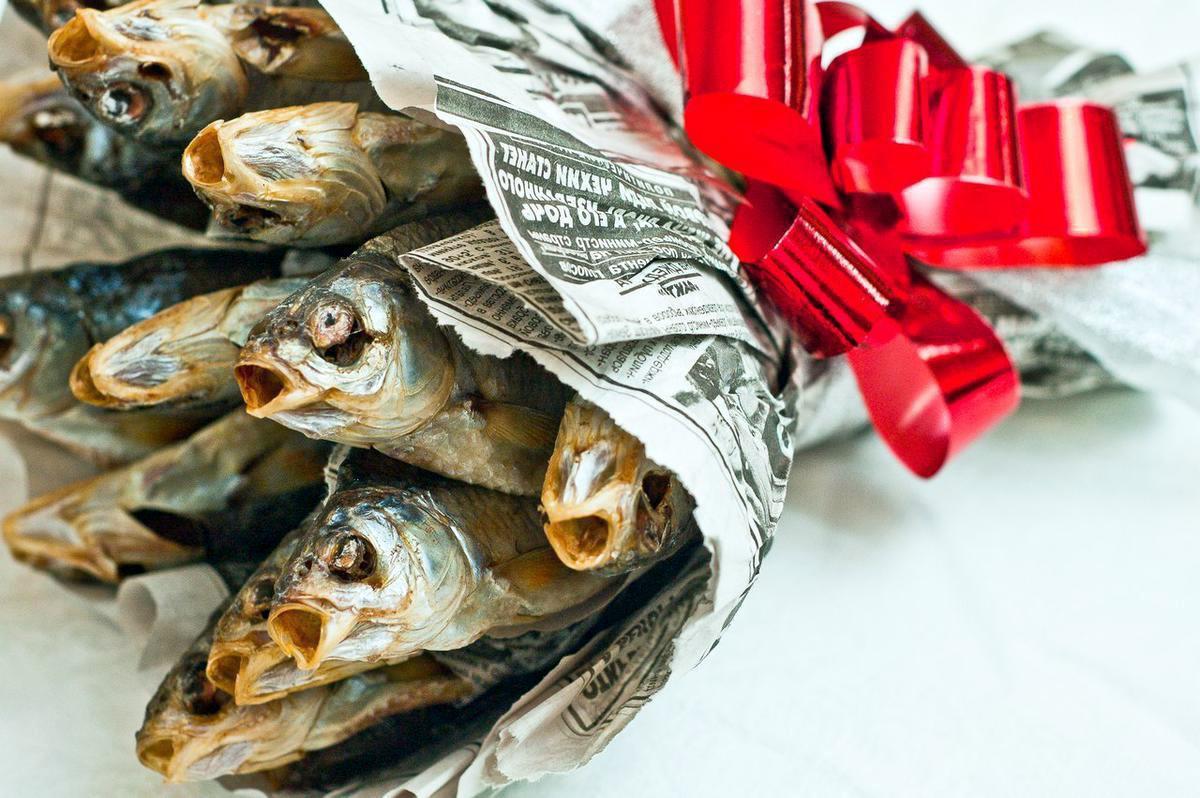 Как сделать букет из сушеной рыбы пошагово 75