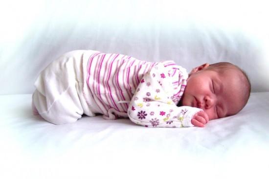 Как правильно стирать вещи новорожденного?5