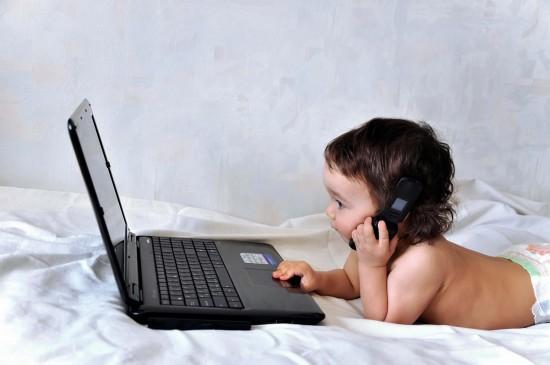 Когда покупать ребенку мобильный телефон