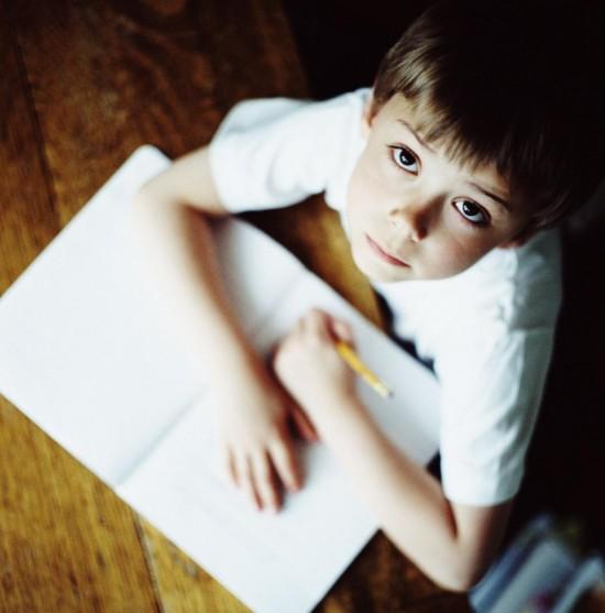 Как заставить ребенка учить уроки?